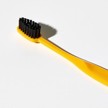 Binchotan_Charcoal_Yellow_Toothbrush